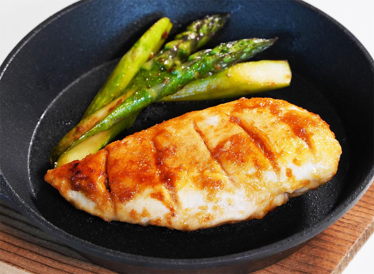 ⦅動画⦆赤鶏皮なしむね肉バター醤油焼き